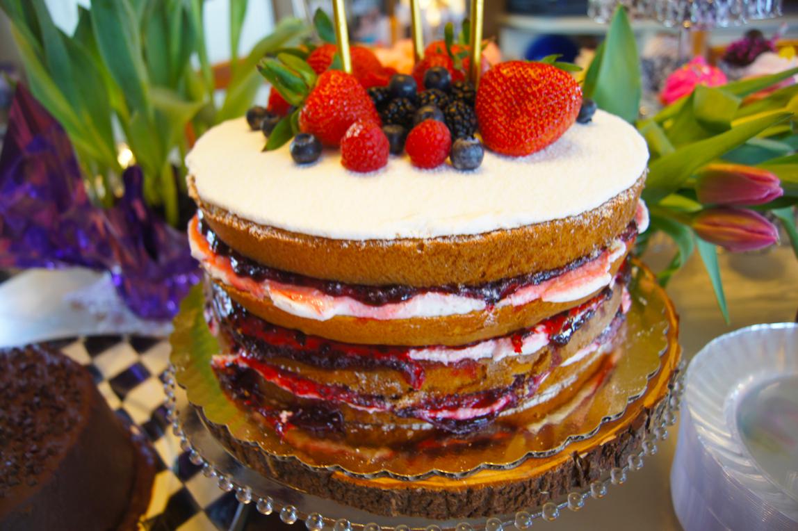 Woodland-Whimsical--naked-cake