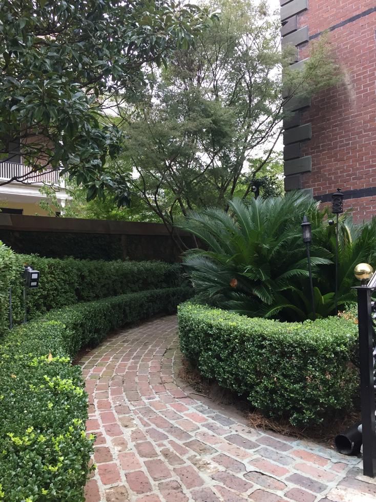 calhoun-mansion-pathway