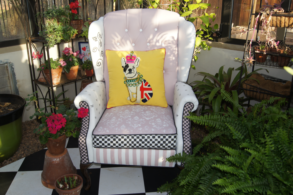 DIY: Painted Vinyl Chair